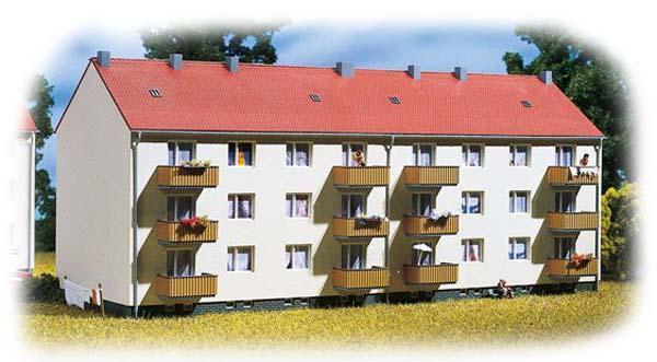Auhagen Apartment building 13332