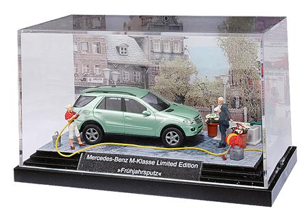 Busch Miniature: Springcleaning (MB M-Klasse) 49809