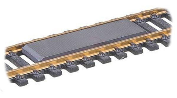 Kadee 10322: Межрельсовый расцепитель для рельс 2,1 мм, нр 322